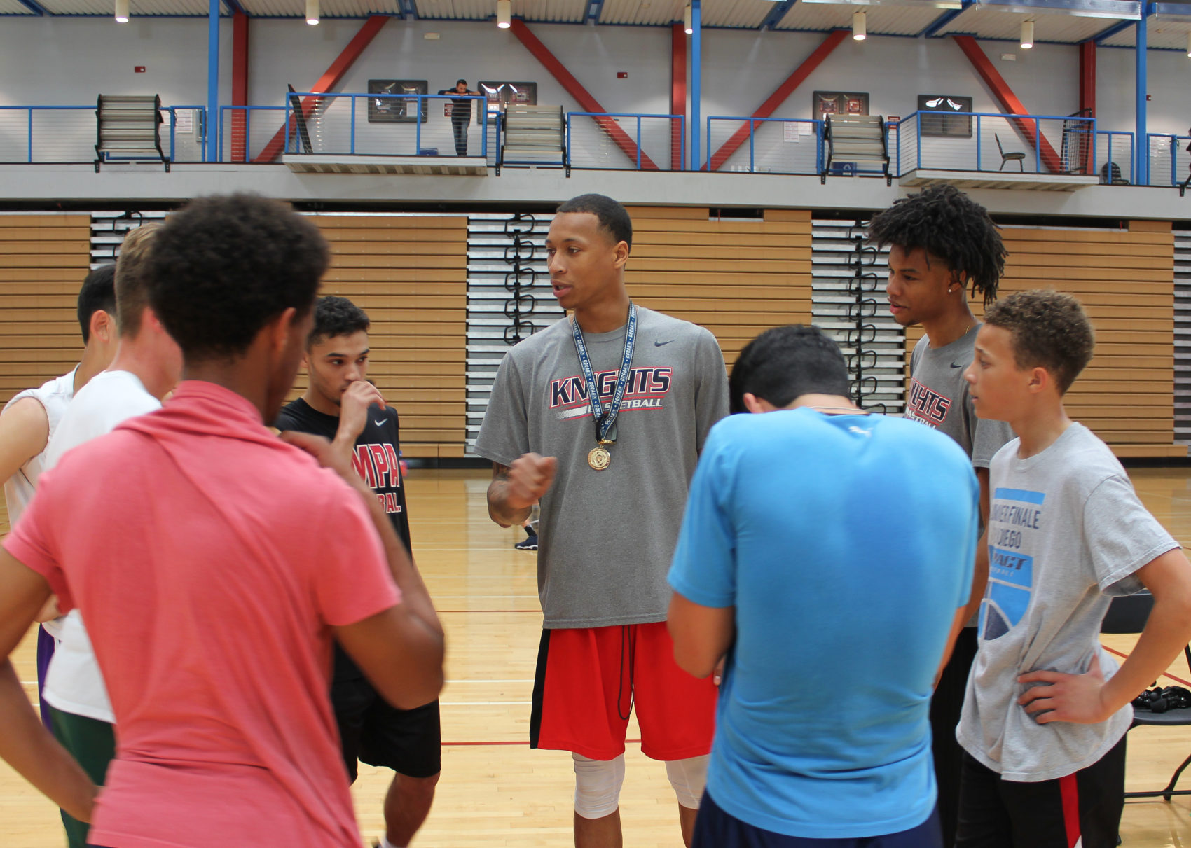 Nate Edwards (center) speaks to a group of basketball players. (Courtesy David Pradel)