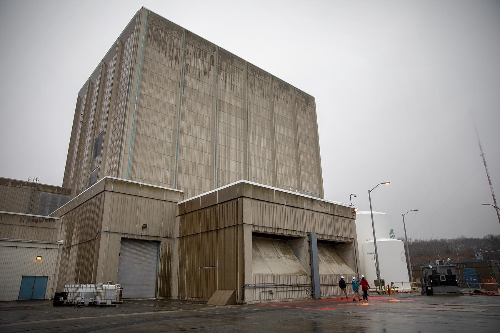 The Pilgrim nuclear reactor building. (Robin Lubbock/WBUR)