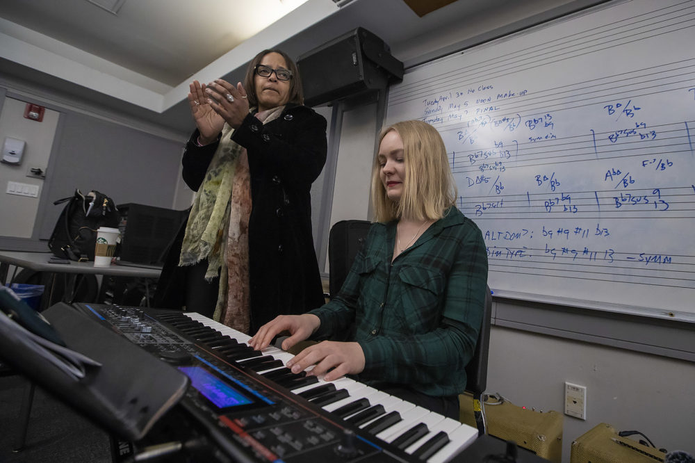 """Teri Lyne Carrington leads her class as she claps the beat of the Thelonius Monk song """"Bemsha Swing."""" (Jesse Costa/WBUR)"""