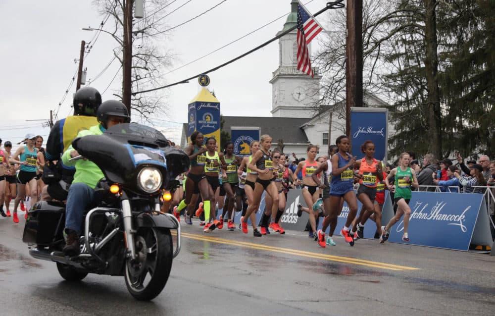 The elite women take off from the starting line. (Robin Lubbock/WBUR)