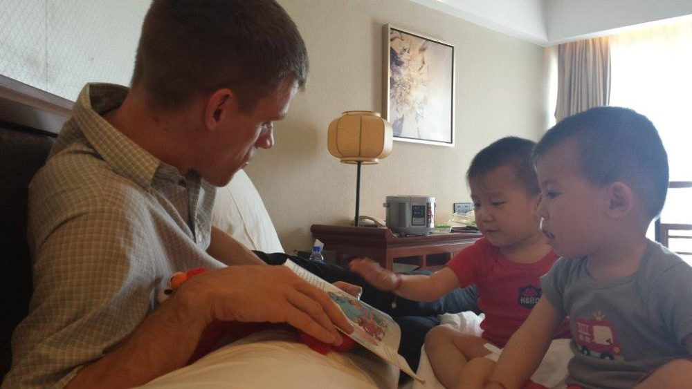Matt Smith reads to his sons, Luke and Andrew, after adopting them in China. (Courtesy of Kristi Smith)