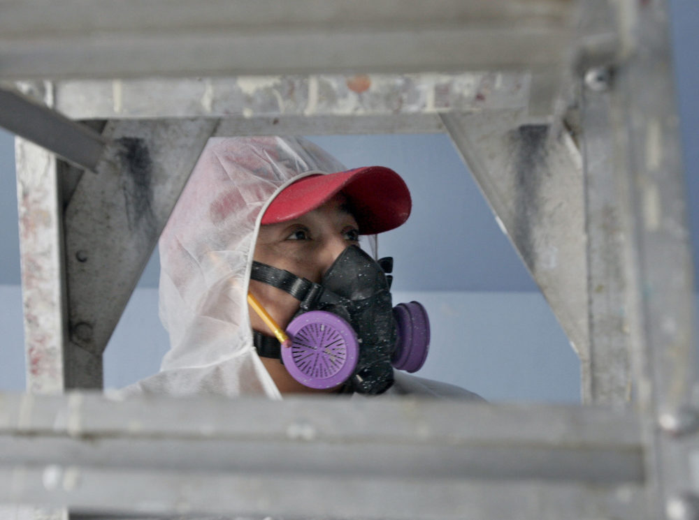 Contractor Luis Benitez cleans up lead paint at a contaminated building in Providence, R.I., in this Feb. 23, 2006 file photo. (Chitose Suzuki/AP)