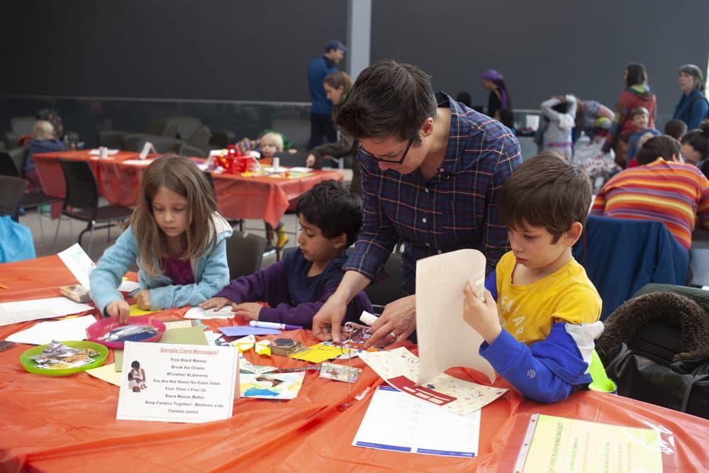 Alisha Sarang-Sieminski helps kids make Mothers Day Cards for incarcerated women. (OJ Slaughter for WBUR)