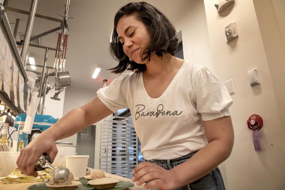 Baravena's Nayla Bezares arranges some different flavors of helados. (Robin Lubbock/WBUR)