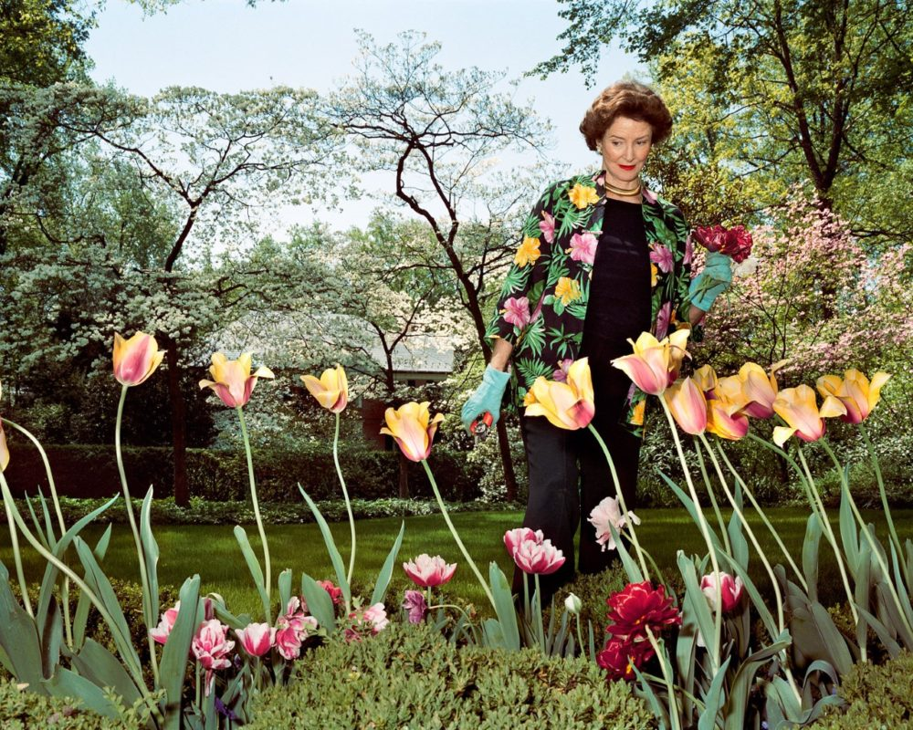 """Sage Sohier, """"Mum in her garden, Washington D.C.,"""" 2003. (Courtesy of the artist)"""