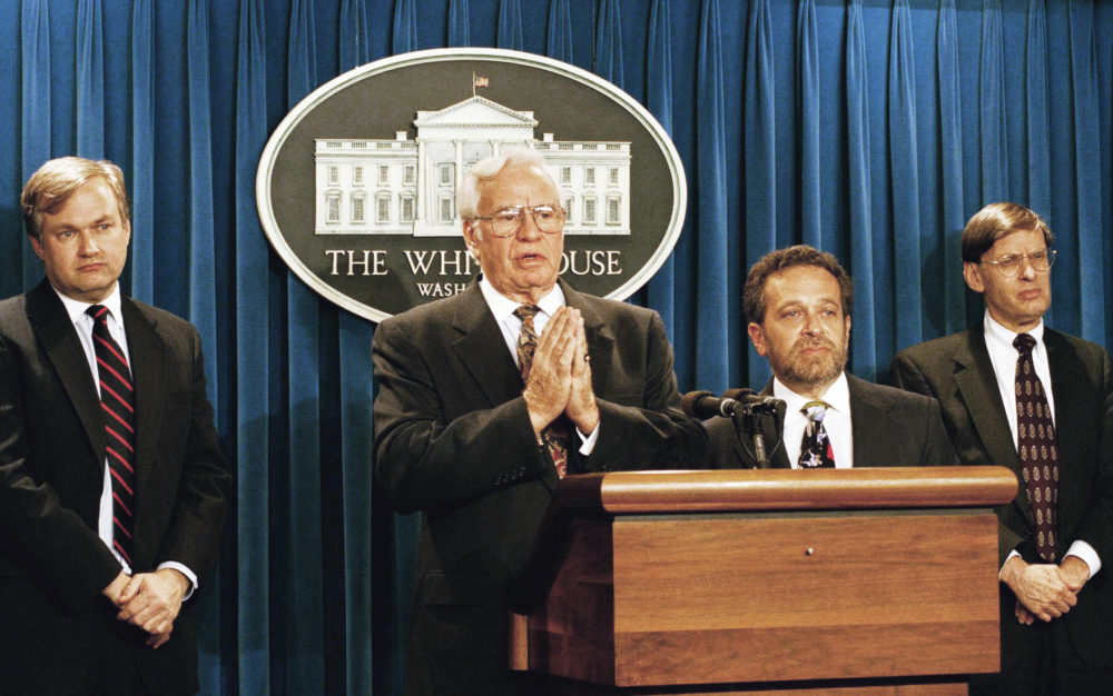 Former Labor Secretary W.J. Usery, second from left, meets reporters in the White House on Oct. 14, 1994, after he had been appointed to mediate the MLB strike. Union head Donald Fehr, left, and acting Baseball Commissioner Bud Selig, right, look on. Labor Secretary Robert Reich stands to Usery's left. (Marcy Nighswander/AP)