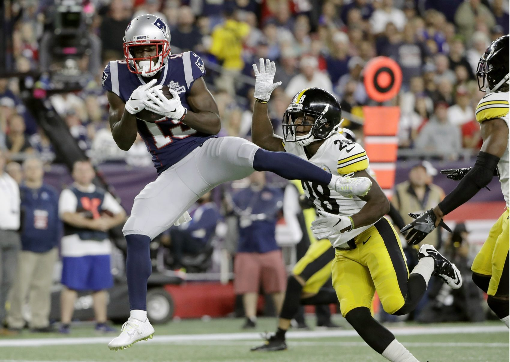 new concept 4bd50 a094a Brady Starts His 20th Season By Beating Steelers 33-3   WBUR ...