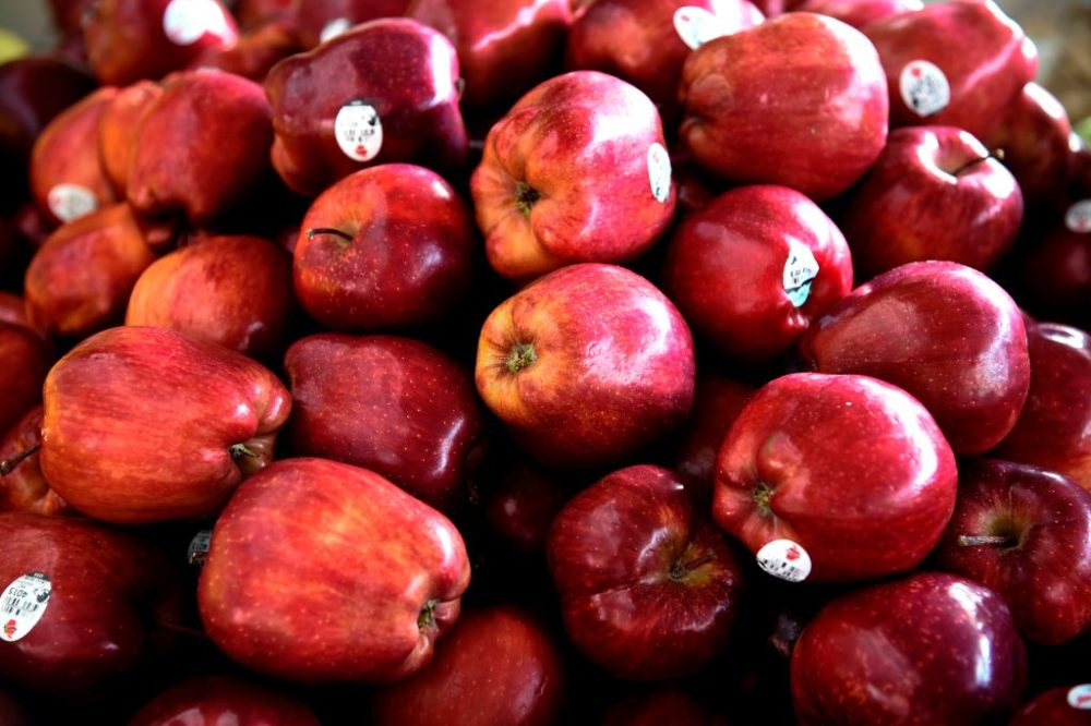 Apples imported from the U.S., are seen at the Beethoven market in Mexico City. (Alfredo Estrella/AFP/Getty Images)