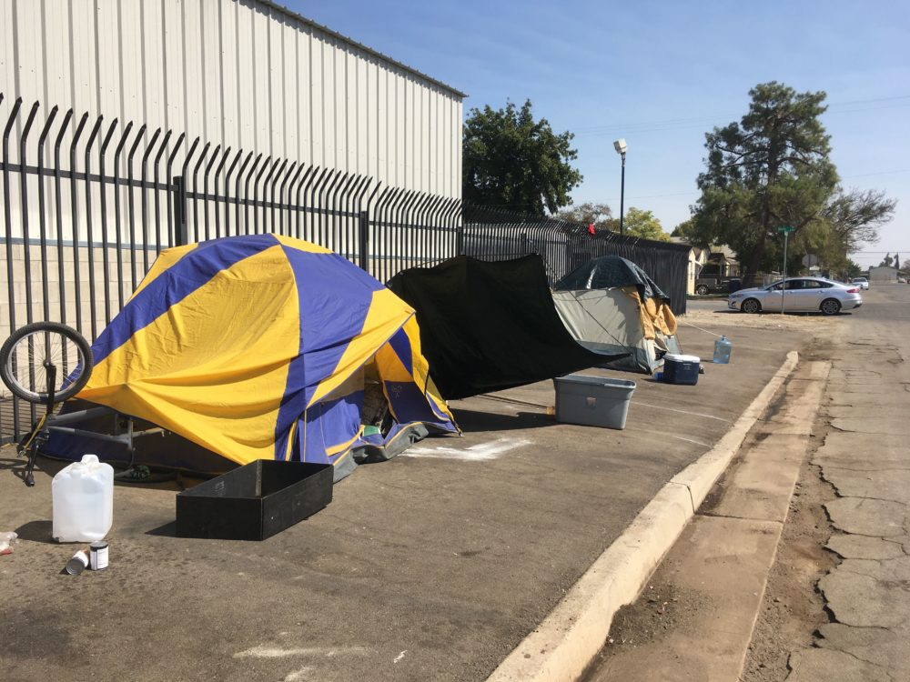 A street lined with tents in Bakersfield, California. (Alex Ashlock/Here & Now)
