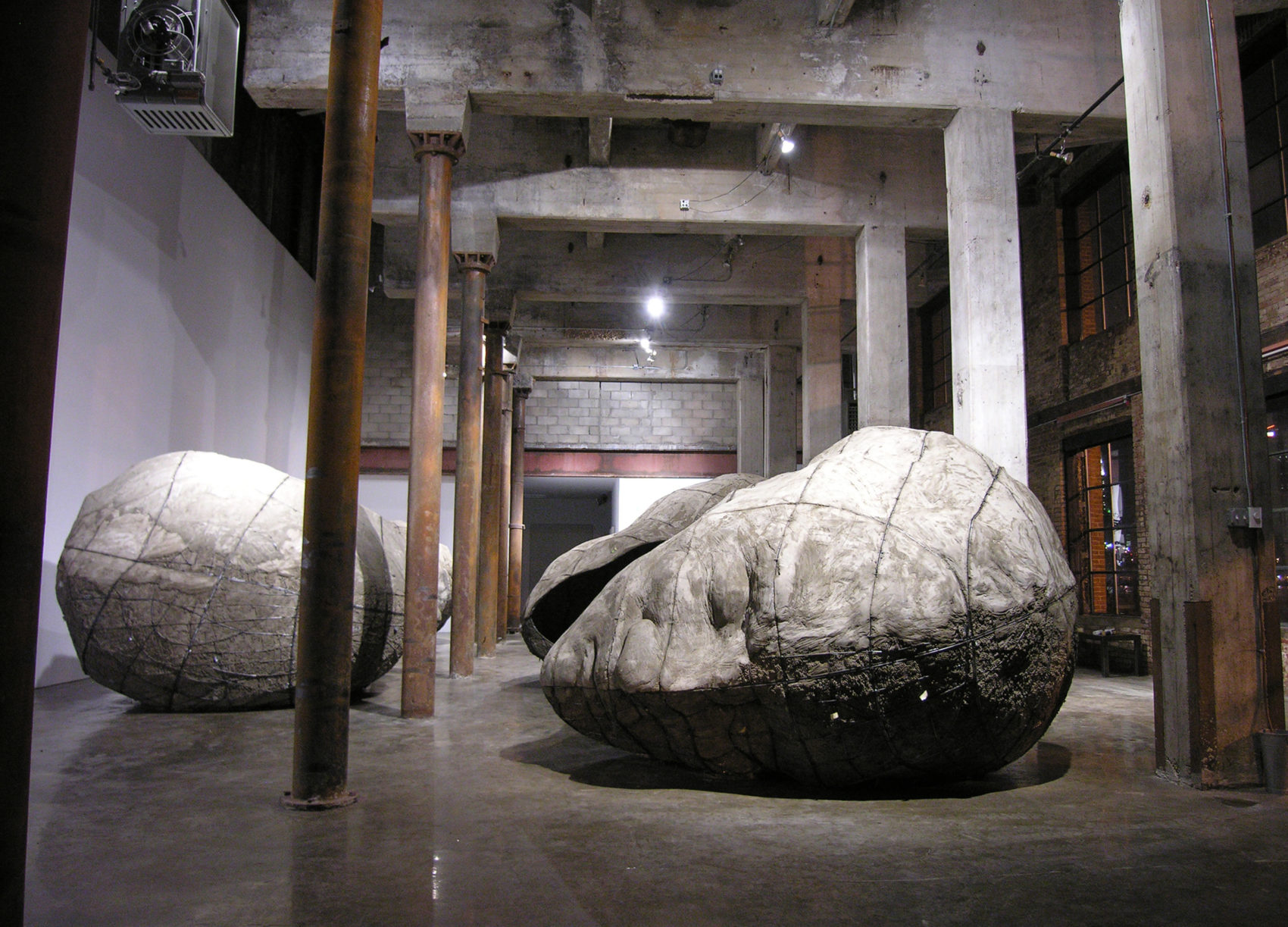 "Ledelle Moe, ""Memorial (Collapse),"" 2005-06. (Courtesy of the artist and Blum & Poe, Los Angeles/New York/Tokyo)"