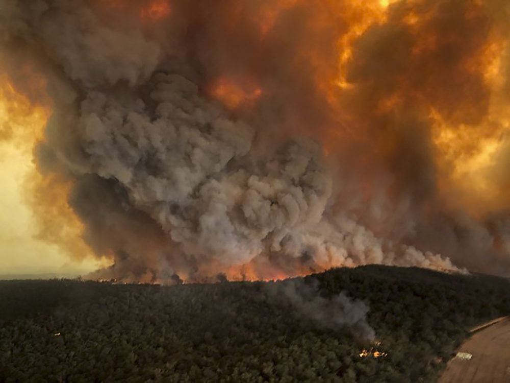 Doctors are warning that the current unprecedented fire season in Australia is having serious impacts on public health. (Glen Morey/AP)