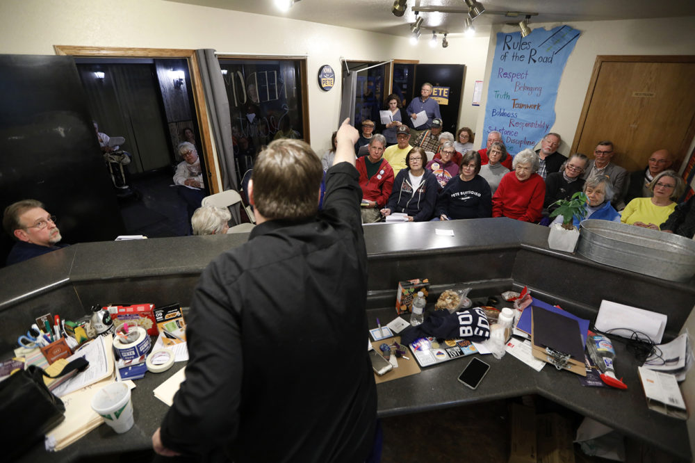 Former Iowa Democratic Party political director Travis Brock leads a caucus training meeting at the local headquarters for Democratic presidential candidate South Bend, Ind., Mayor Pete Buttigieg, Thursday, Jan. 9, 2020, in Ottumwa, Iowa. (Charlie Neibergall/AP)