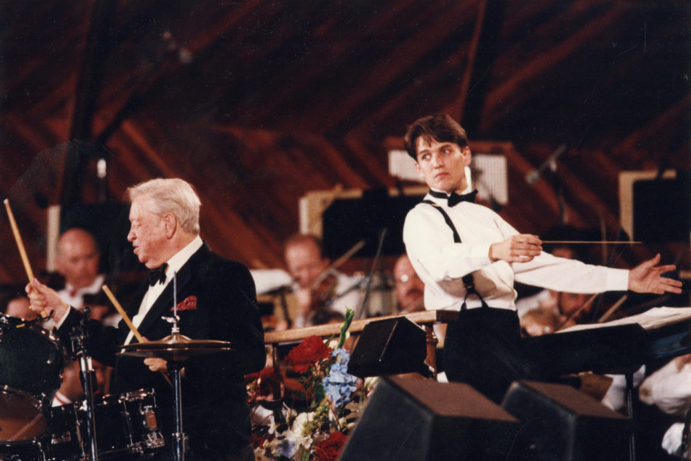 Keith Lockhart, right, and Mel Tormé at the Esplanade on July 3, 1995. (Courtesy BSO)