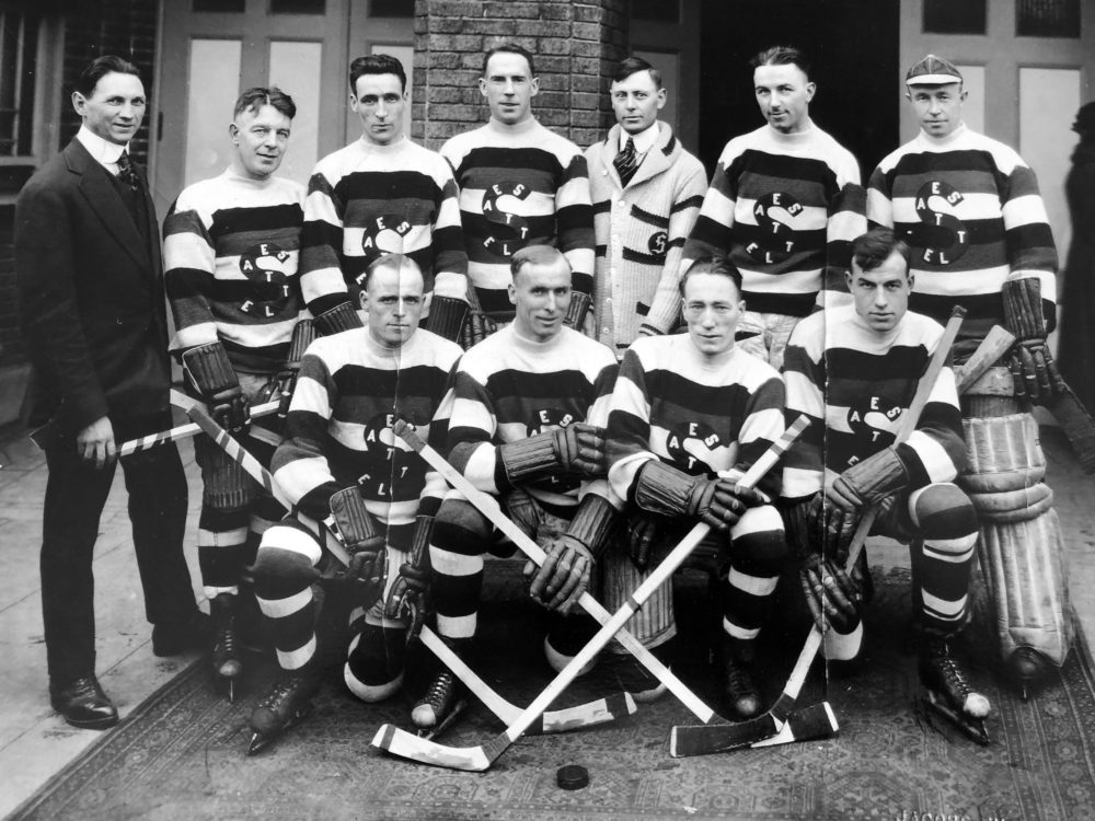 The 1919 Seattle Metropolitans competed for the Stanley Cup during the Spanish flu pandemic. (David Eskenazi Collection)