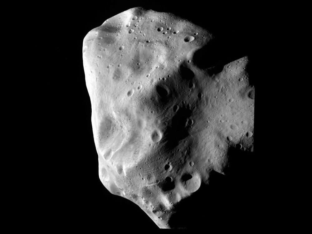 An asteroid. (ESA 2010 MPS for OSIRIS Team MPS/UPD/LAM/IAA/RSSD/INTA/UPM/DASP/IDA)