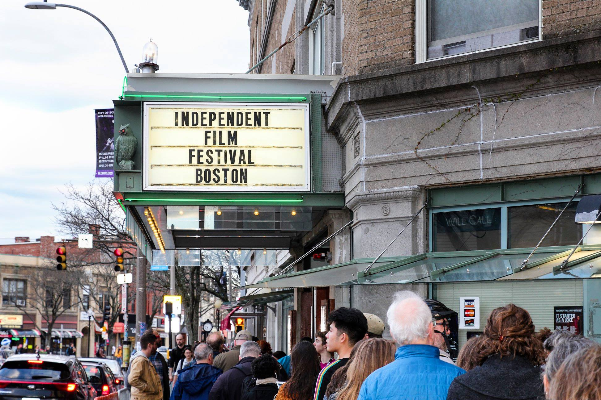 Attendees of IFFBoston 2019 line up outside the Somerville Theatre. (Courtesy Rob DiNanno/IFFBoston)