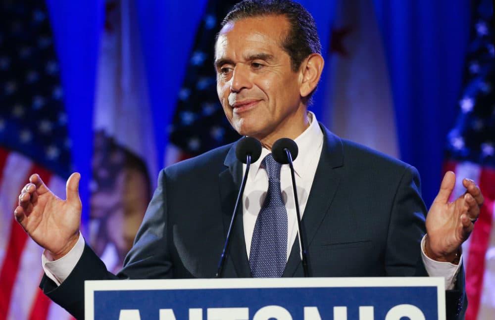 Antonio Villaraigosa supports Michael Bloomberg's candidacy.(Mario Tama/Getty Images)