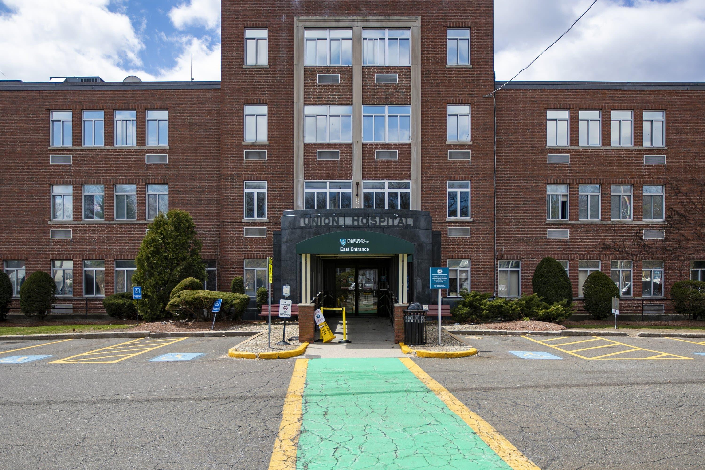 El Union Hospital de Lynn, luego de haber sido cerrado en noviembre, ahora es parte de la red del North Shore Medical Center y solo ofrece servicios ambulatorios. (Jesse Costa/WBUR)