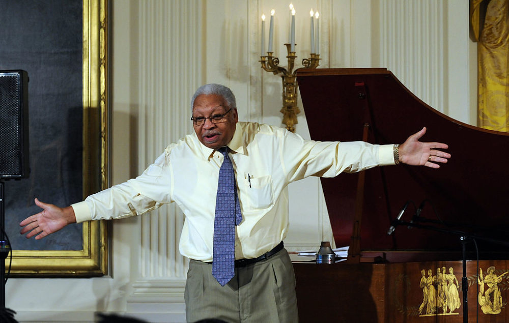 Jazz musician Ellis Marsalis talks to students during a jazz music workshop hosted by First Lady Michelle Obama at the White House on June 15, 2009. (Jewel Samad/AFP/Getty Images)