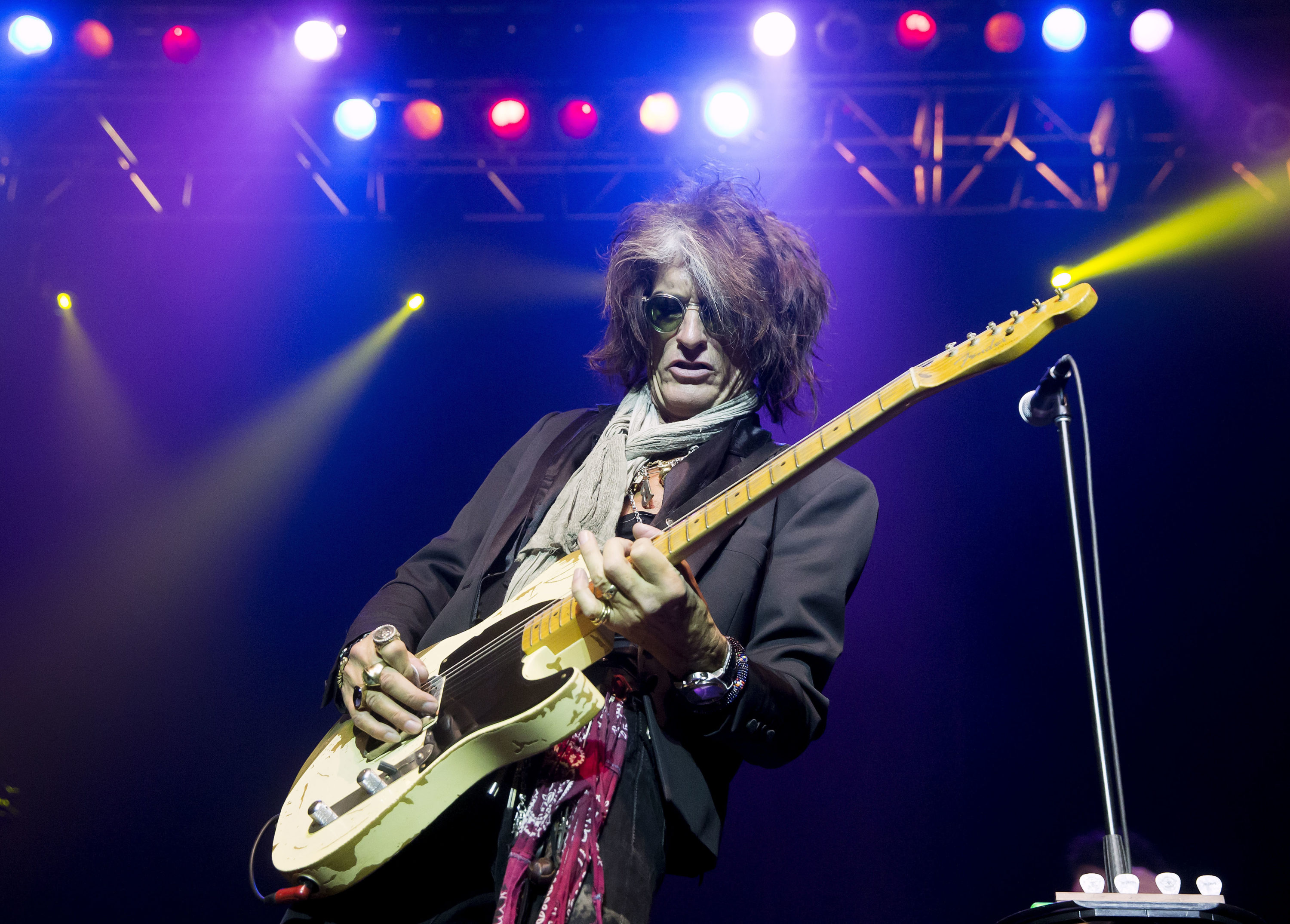Aerosmith S Joe Perry On Life During The Coronavirus Pandemic The Artery Joe perry is a 70 year old american musician. https www wbur org artery 2020 05 05 aerosmiths joe perry on life during the coronavirus pandemic