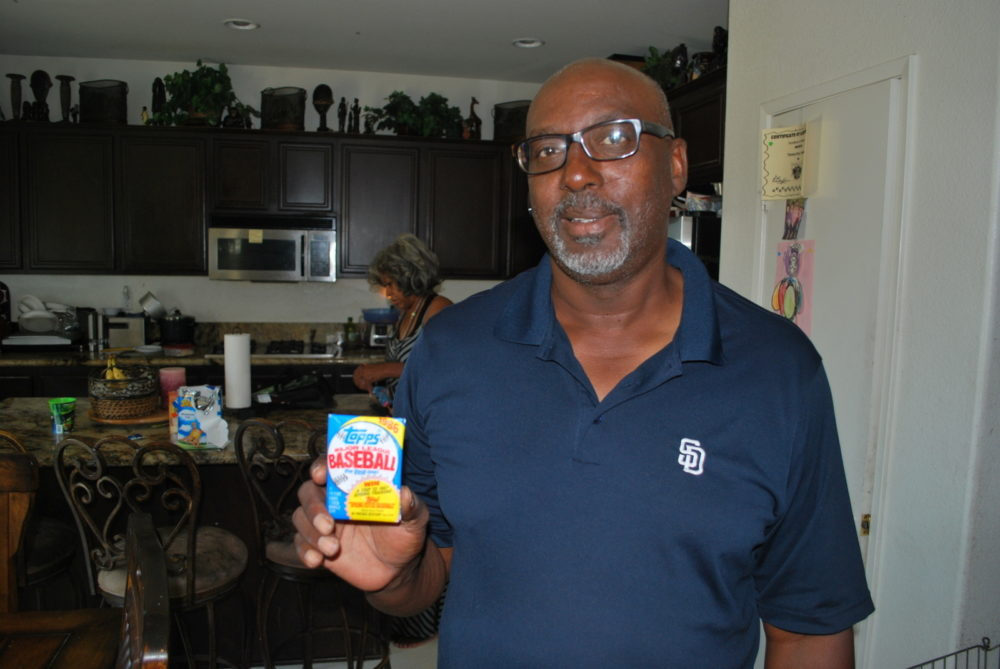 Garry Templeton holding Brad Balukjian's original 1986 Topps pack during his 2015 visit. (Courtesy Brad Balukjian)