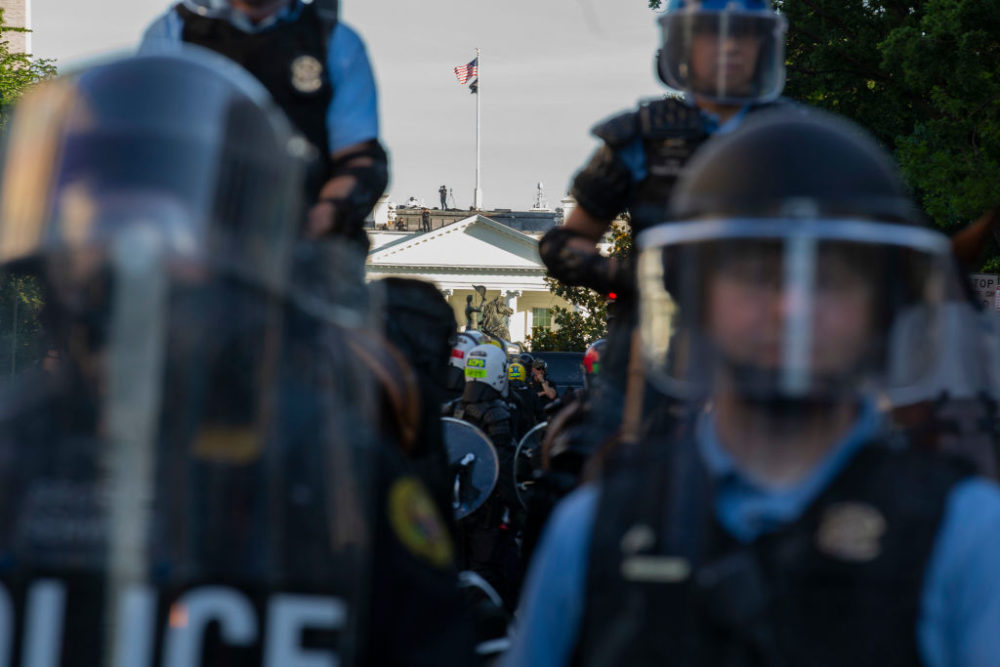 The White House is seen behind a line of park police officers wearing riot gear. (Jose Luis Magana/AFP/Getty Images)