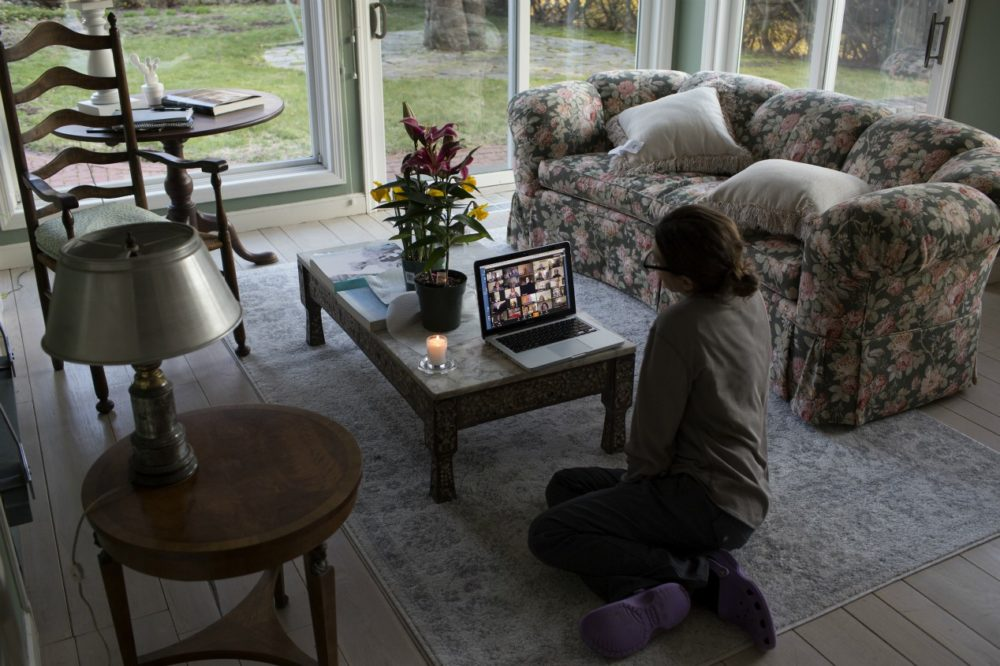 A family sits shiva remotely on Zoom for an elderly relative who died of heart failure, April 11, 2020 in New Canaan, Conn.(Andrew Lichtenstein/Corbis via Getty Images)
