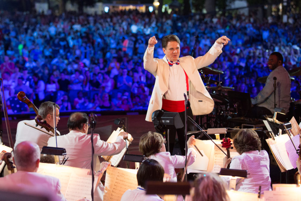 Keith Lockhart conducting the Boston Pops orchestra in ordinary times. (Courtesy BSO)