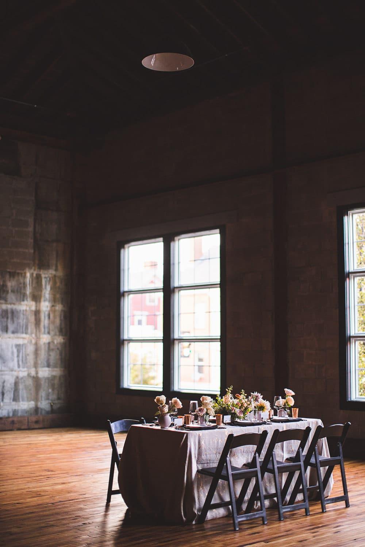 Olio est un espace événementiel de 6 000 pieds carrés qui propose désormais des forfaits de micro-mariage. (Avec la permission de Jessie Felix Photography)