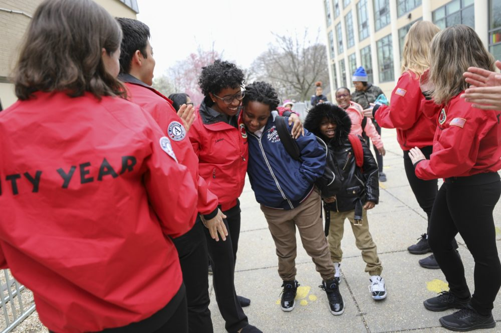 City Year AmeriCorps members and students. (Elliot Haney for City Year)