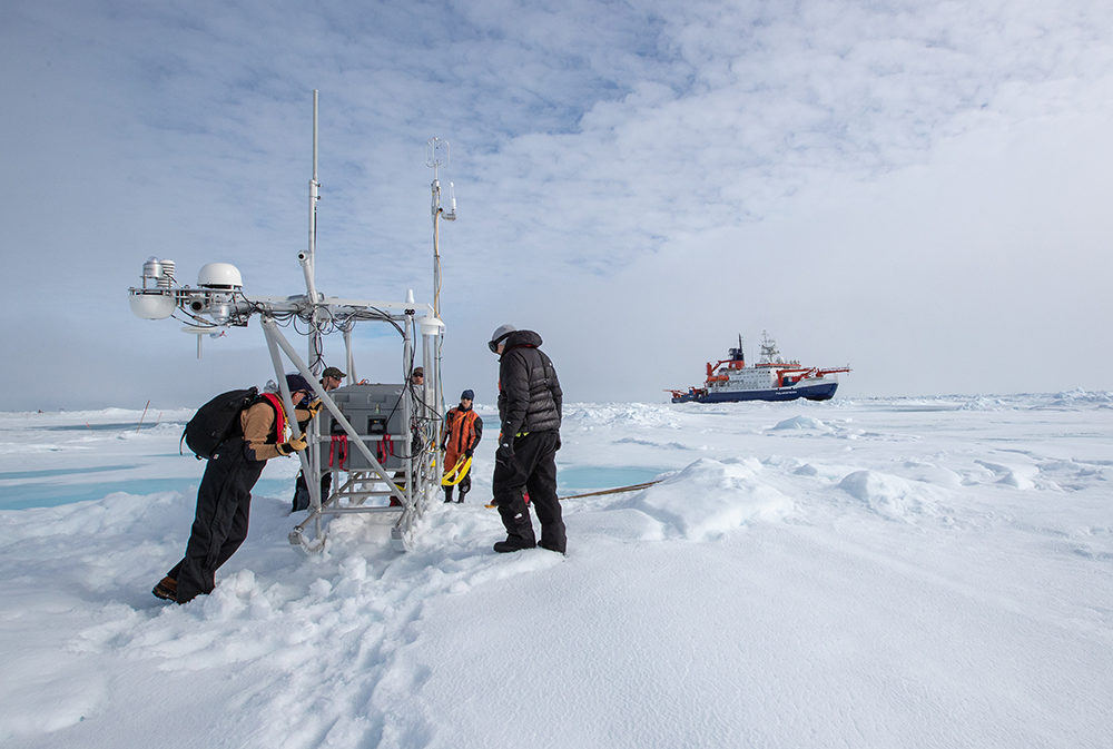 ATMOS and Logistics team finally reach the new destination of the flux sled at the first year ice site. (Alfred-Wegener-Institut/Lianna Nixon)