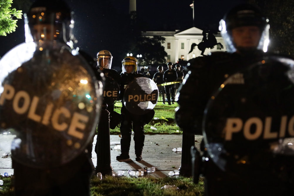Members of the U.S. Secret Service hold a perimeter near the White House as demonstrators gather to protest the killing of George Floyd on May 30, 2020 in Washington, DC. (Alex Wong/Getty Images)