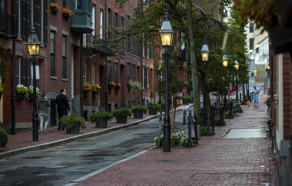 Gas street lamps on Temple Street in the early evening. (Robin Lubbock/WBUR)
