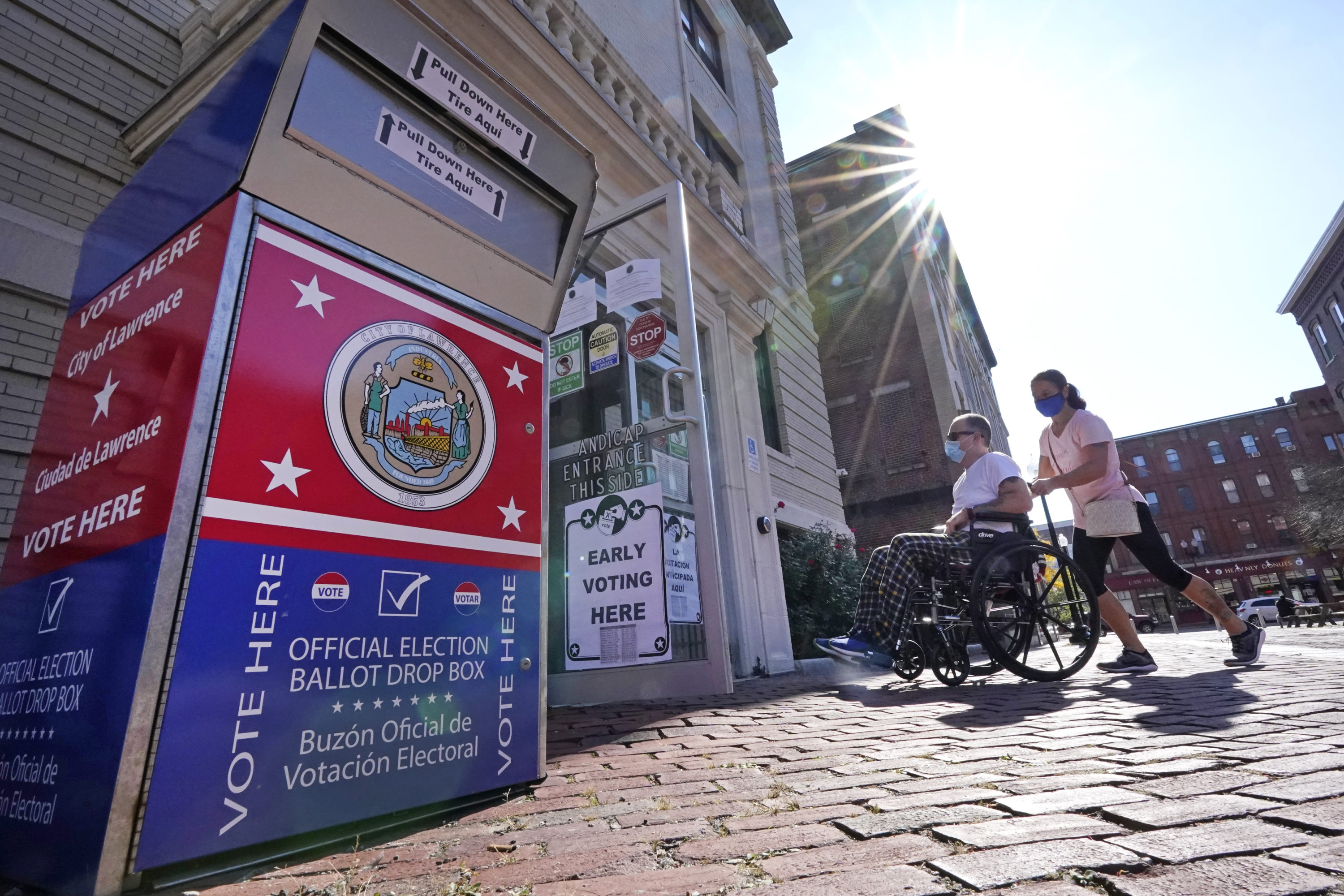 Voters enter Lawrence City Hall during early in-person voting, Oct. 22, 2020, in Lawrence, Mass. (Elise Amendola/AP)