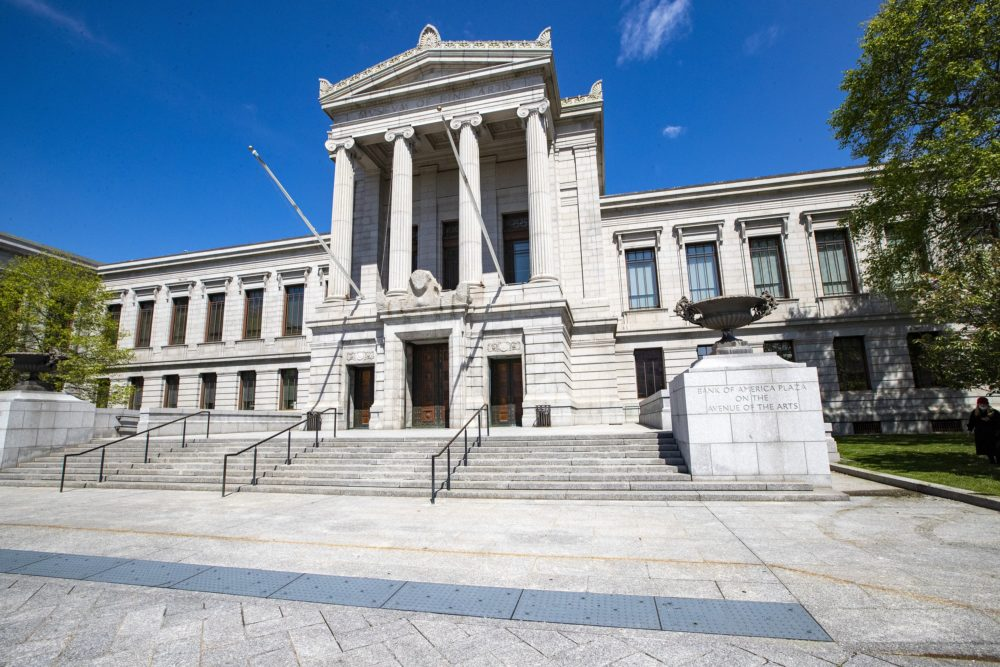 The front entrance of the Museum of Fine Arts. (Jesse Costa/WBUR)