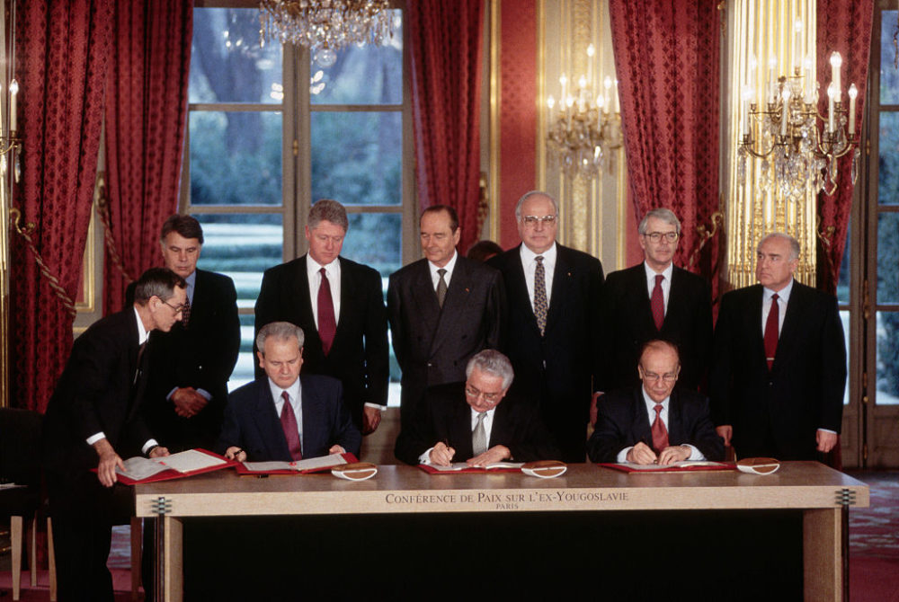 Leaders of six other nations look on as the presidents of Serbia, Croatia and Bosnia sign the Dayton Accords at the Elysee Palace in France. (Peter Turnley/Corbis/VCG via Getty Images)