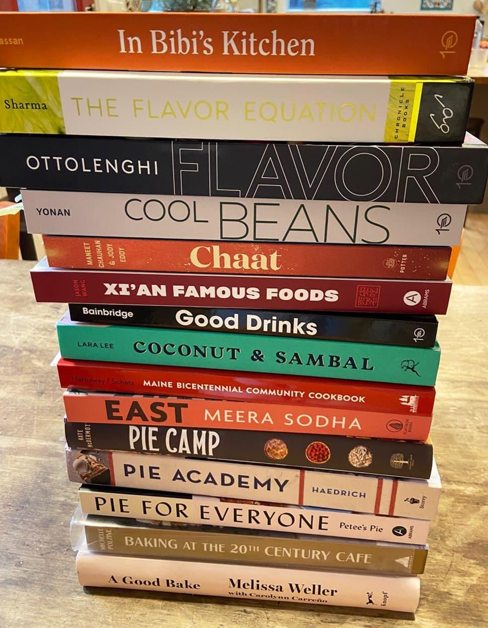 La pile de livres de cuisine préférés de Kathy Gunst à partir de 2020 (Autorisation)