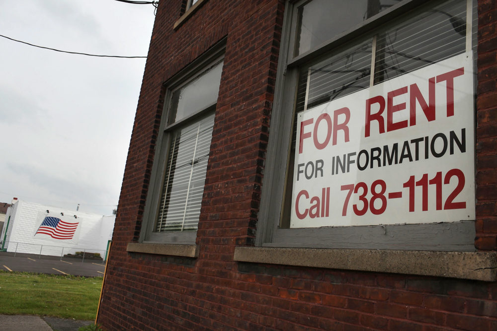"A ""for rent"" sign hangs in a window in Utica, New York. (Spencer Platt/Getty Images)"