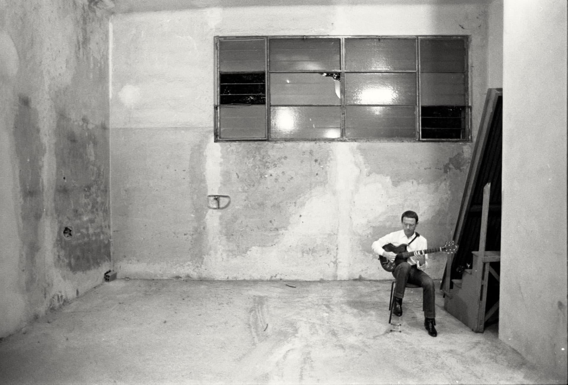 Guitarist Robert Fripp. (Courtesy Tony Levin)