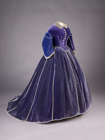 Dress worn by First Lady Mary Lincoln during the Washington winter social season in 1861–62. (National Museum of American History)