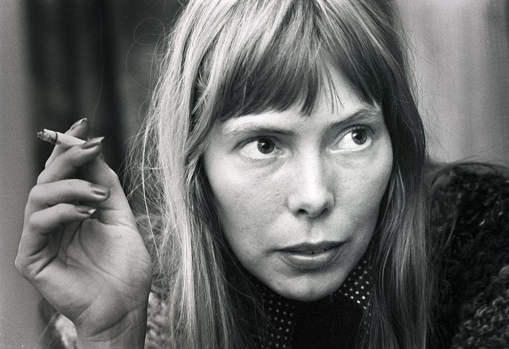 Joni Mitchell posed in Amsterdam, Netherlands in 1972 (Gijsbert Hanekroot/Redferns via Getty Images)