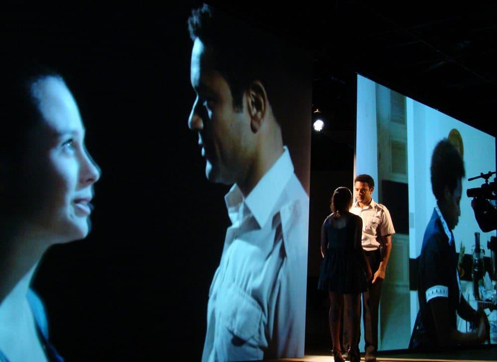"""Julia Bernat e Rodrigo da ODE em """"Julia."""" Paulo Camacho é o cinegrafista.  (Cortesia de Marcelo Lipiani)"""