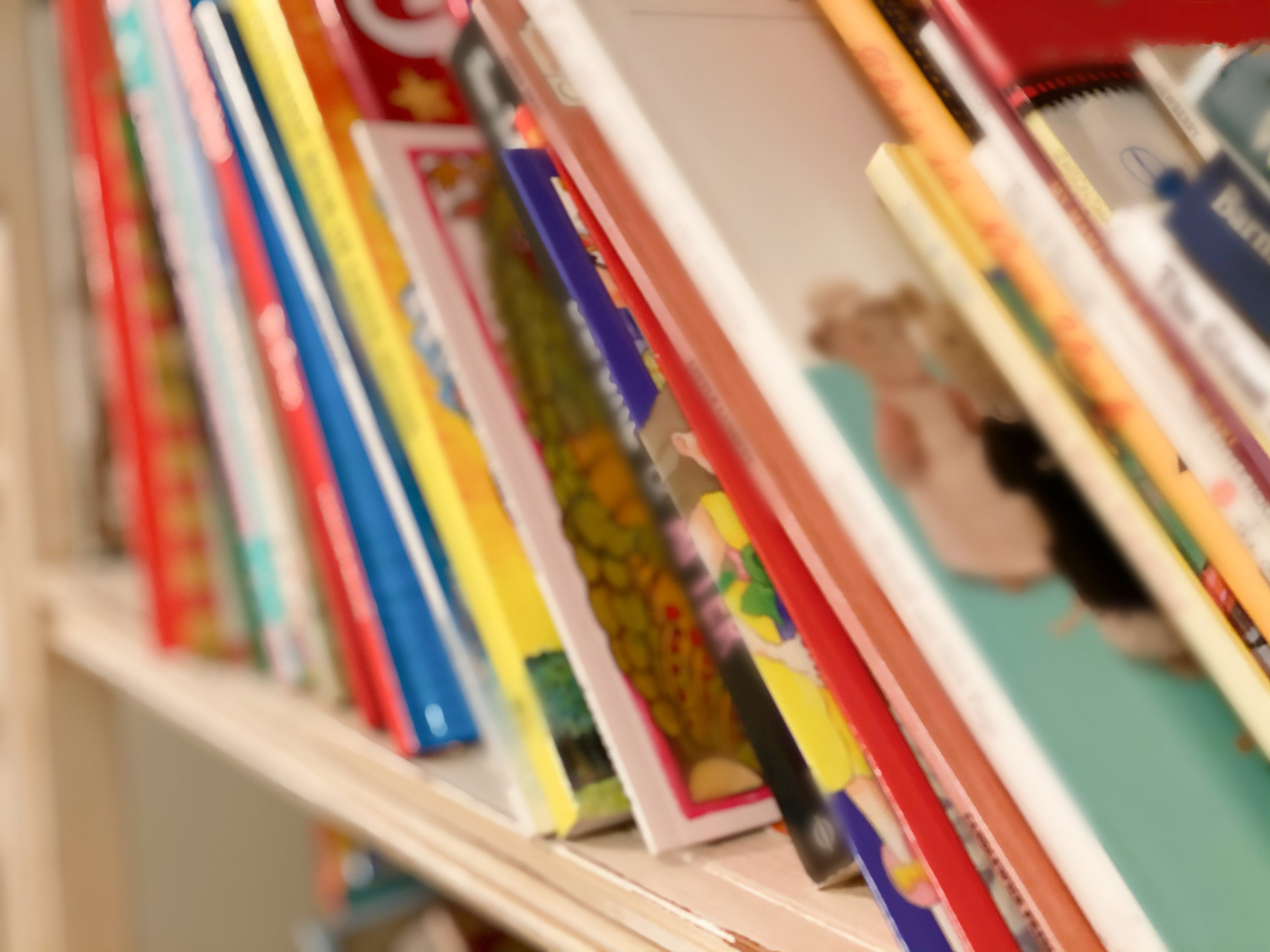 A bookshelf packed with children's books. (Catherine McQueen/Getty Images)