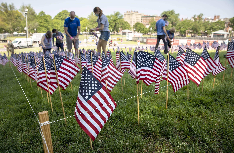 Volunteers plant Memorial Day flags on Boston Common. (Robin Lubbock/WBUR)