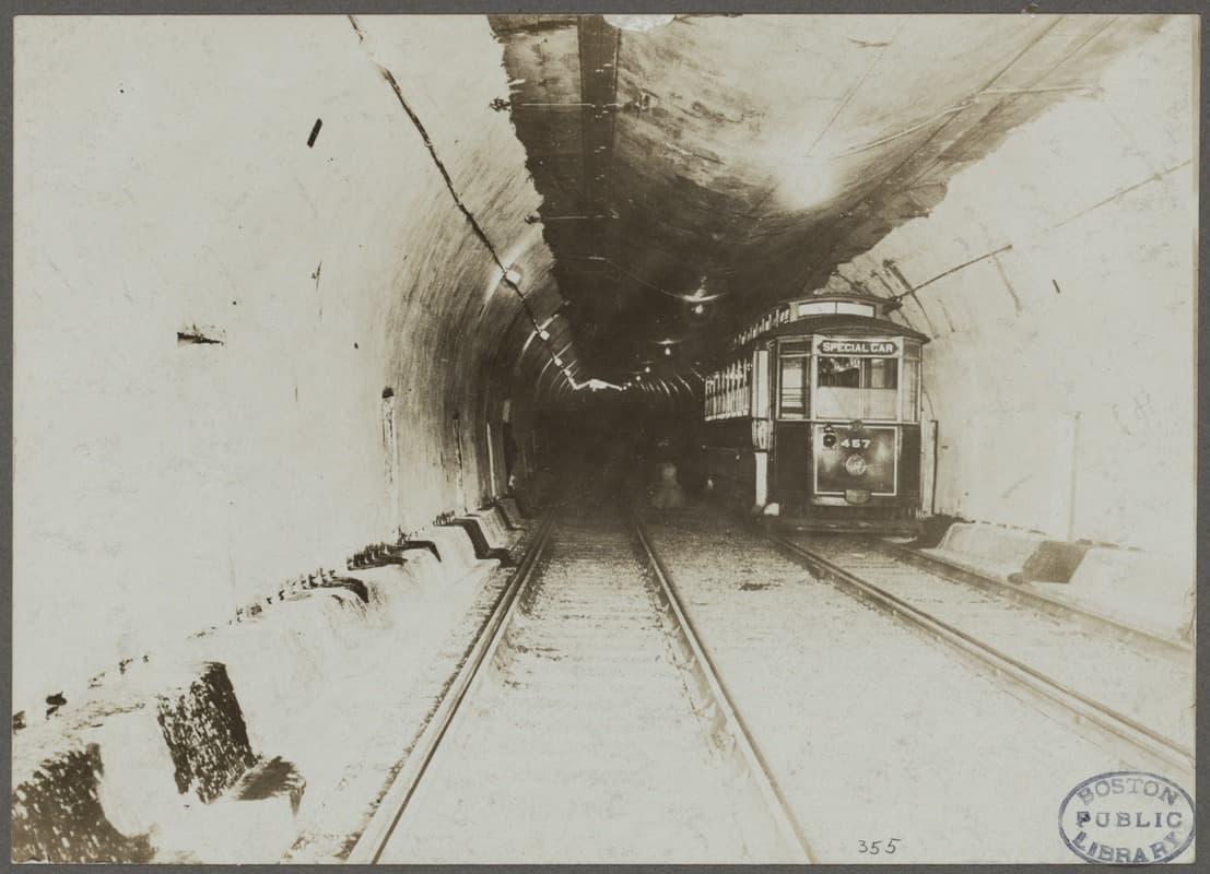 La parte más profunda del túnel de East Boston, a 90 pies por debajo del nivel medio del agua, en 1903. (Cortesía de Boston Pictorial Archive, Boston Public Library)
