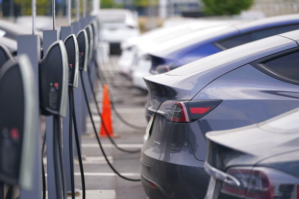 A long line of 2020 models charge outside a Tesla dealership in Littleton, Colo. (David Zalubowski/AP Photo)