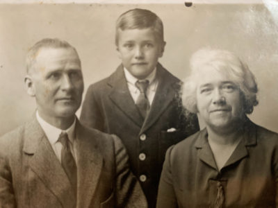 The author's father with his parents as they emigrated to the United States from Glasgow, 1926. (Courtesy)