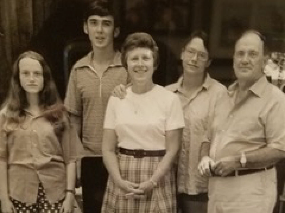 The author at 13 with her family, her mother at center, her father far right, in Tennessee. (Courtesy)