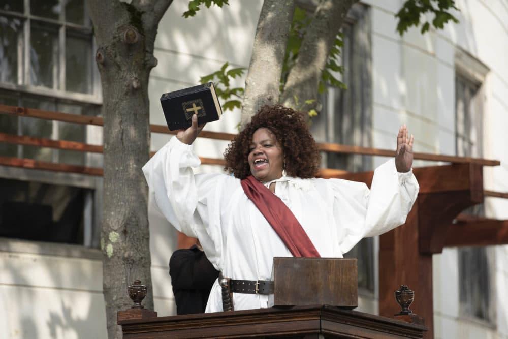 """Debra Ann Byrd en """"Convertirse en Otelo: el viaje de una chica negra"""" en Shakespeare & Company.  (Cortesía de Christina Lane)"""