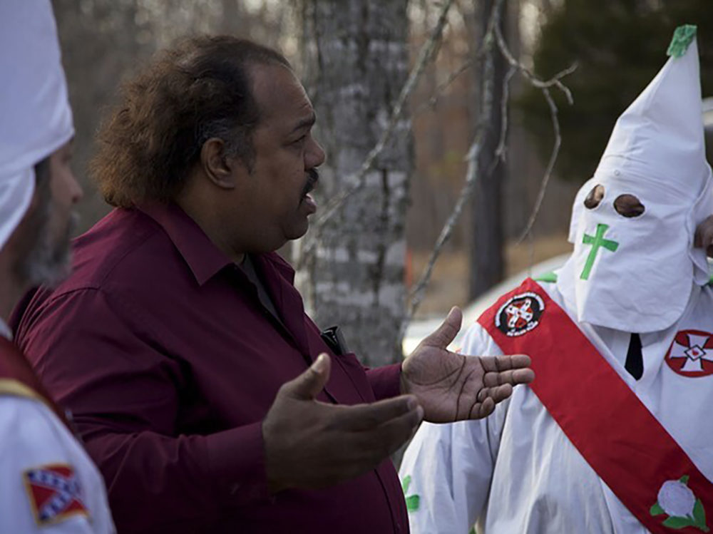 Daryl Davis in dialogue with members of the KKK. (Courtesy)